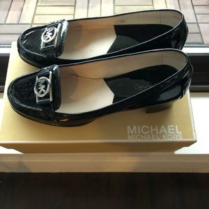MK Pattent loafers